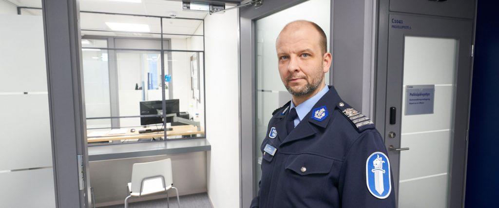 poliisi poliisiasemalla